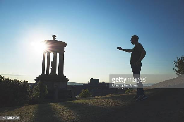 Ein Foto des Calton Hill, Edinburgh im Sommer