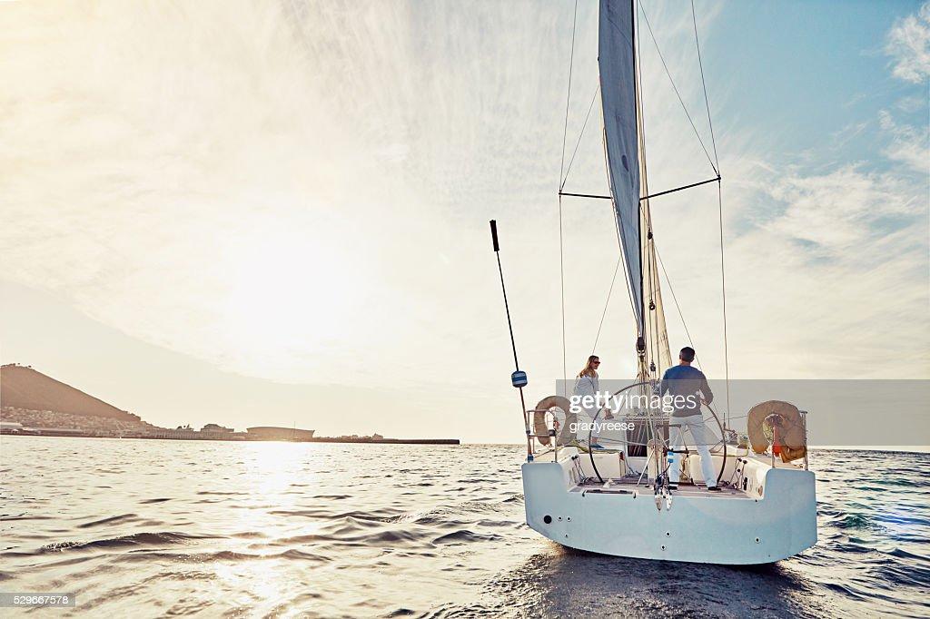 Vive una aventura en Barco crucero : Foto de stock