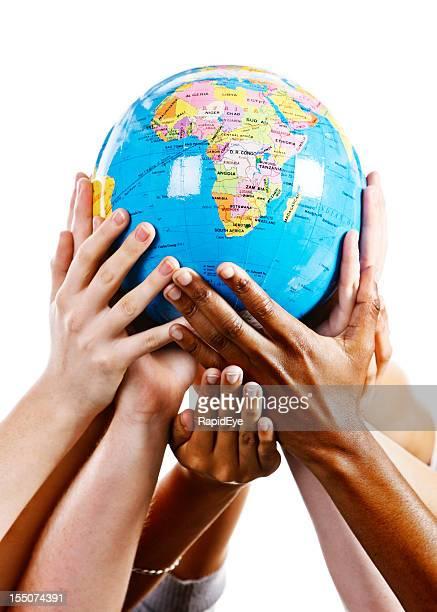 Prende cura di tutto il mondo, molte mani supporto geografico mondo