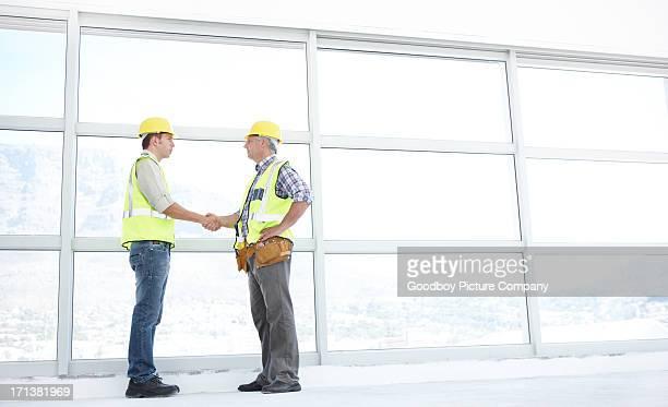 Die Bauarbeiten zu neuen Höhen zusammen