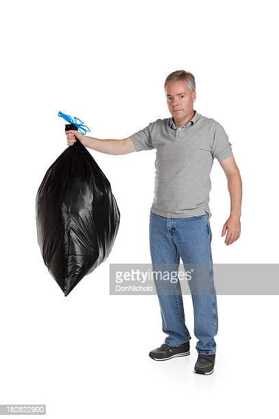 Prenant la poubelle
