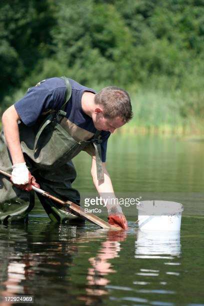 水およびサンプルの泥を承っております。