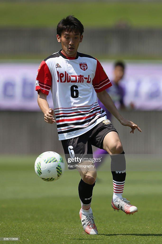 Taku Ushinohama of Grulla Morioka in action during the J.League third division match between Fujieda MYFC and Grulla Morioka at the Fujieda Stadium on May 1, 2016 in Fujieda, Shizuoka, Japan.