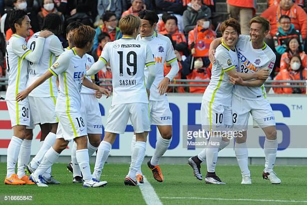 Takuma Asano of Sanfrecce Hiroshima celebrates the second goal during the JLeague match between Omiya Ardija and Sanfrecce Hiroshima at the Nack 5...