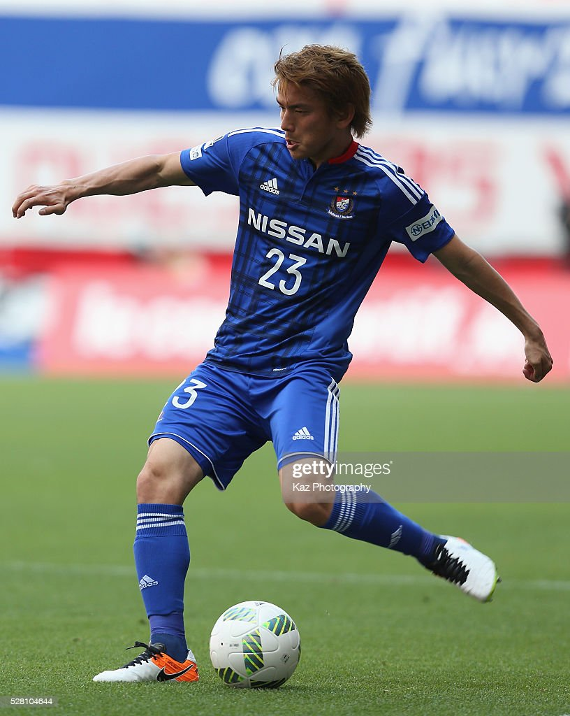 <a gi-track='captionPersonalityLinkClicked' href=/galleries/search?phrase=Takumi+Shimohira&family=editorial&specificpeople=5556998 ng-click='$event.stopPropagation()'>Takumi Shimohira</a> of Yokohama F.Marinos in action during the J.League match between Nagoya Grampus and Yokohama F.Marinos at the Toyota Stadium on May 4, 2016 in Toyota, Aichi, Japan.