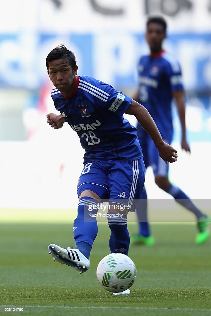 <a gi-track='captionPersonalityLinkClicked' href=/galleries/search?phrase=Takuya+Kida&family=editorial&specificpeople=7888036 ng-click='$event.stopPropagation()'>Takuya Kida</a> of Yokohama F.Marinos in action during the J.League match between Nagoya Grampus and Yokohama F.Marinos at the Toyota Stadium on May 4, 2016 in Toyota, Aichi, Japan.