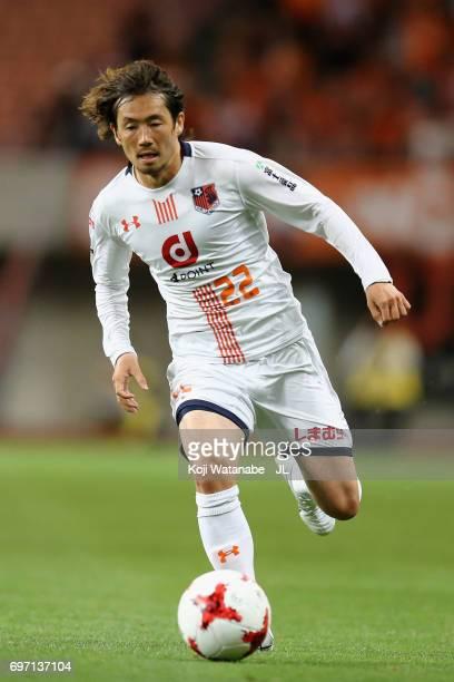 Takuya Wada of Omiya Ardija in action during the JLeague J1 match between Albirex Niigata and Omiya Ardija at Denka Big Swan Stadium on June 17 2017...