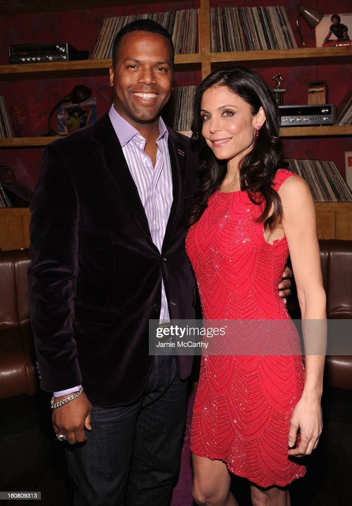 Talk Show Host <a gi-track='captionPersonalityLinkClicked' href=/galleries/search?phrase=Bethenny+Frankel&family=editorial&specificpeople=873539 ng-click='$event.stopPropagation()'>Bethenny Frankel</a> (R) and 'Extra' New York City Correspondent, AJ Calloway, at a Warner Bros. Brand Networks Cocktail Party at No. 8 on February 5, 2013 in New York City.
