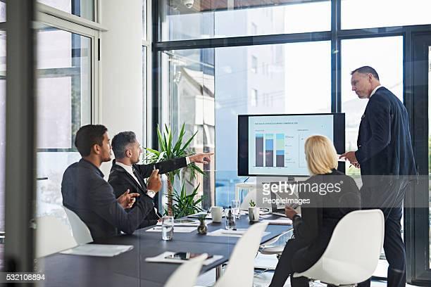 Habla de negocios en la sala de juntas