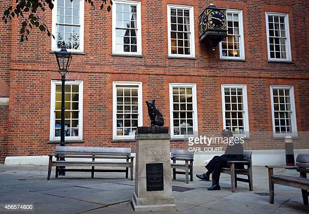 A 'talking statue' of Samuel Johnson's pet cat 'Hodge' is pictured in central London on October 2 2014 Passersby can scan a barcode below the plinth...