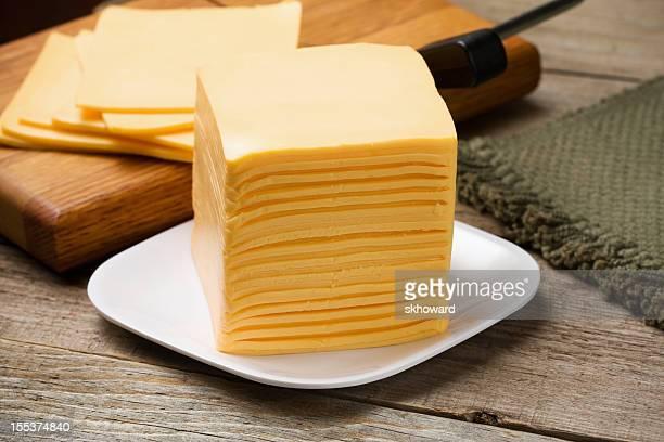 Pila de rodajas de queso