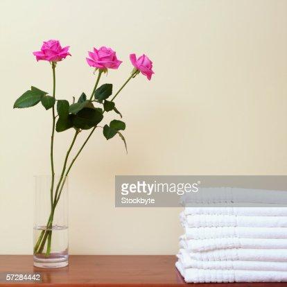 white vase towel 2560x1440 - photo #25