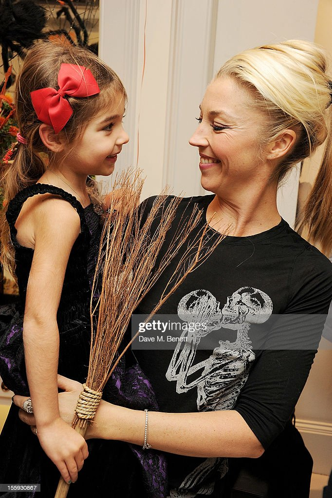 <a gi-track='captionPersonalityLinkClicked' href=/galleries/search?phrase=Tamara+Beckwith&family=editorial&specificpeople=201578 ng-click='$event.stopPropagation()'>Tamara Beckwith</a> (R) and daugher Violet attend the launch of Dubble Trubble by celebrity hair colourist and organic beauty pioneer Daniel Galvin Jr of Galvin & Galvin, in aid of The Prince's Trust, on October 31, 2012 in London, England.