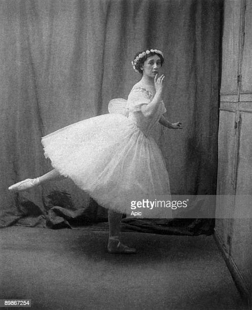 Tamara Karsavina russian dancer here in ballet Les Sylphides deby MichelFokine in Paris photo by Bert