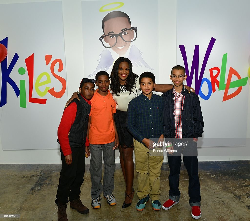 <a gi-track='captionPersonalityLinkClicked' href=/galleries/search?phrase=Tameka+Foster&family=editorial&specificpeople=4117530 ng-click='$event.stopPropagation()'>Tameka Foster</a> (C) with her son's friends attend the birthday and foundation lanuch Kile's World to honor Kile Glover at the Woodruff Arts Center on March 29, 2013 in Atlanta, Georgia.
