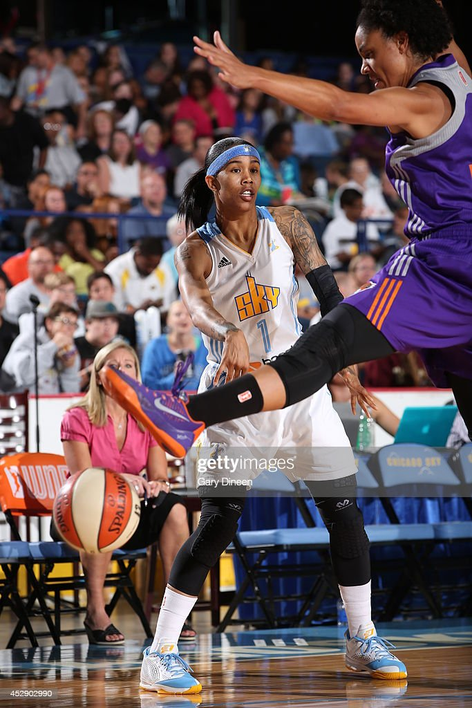 <a gi-track='captionPersonalityLinkClicked' href=/galleries/search?phrase=Tamera+Young&family=editorial&specificpeople=5120885 ng-click='$event.stopPropagation()'>Tamera Young</a> #1 of the Chicago Sky passes the ball against the Phoenix Mercury on July 11, 2014 at the Allstate Arena in Rosemont, Illinois.