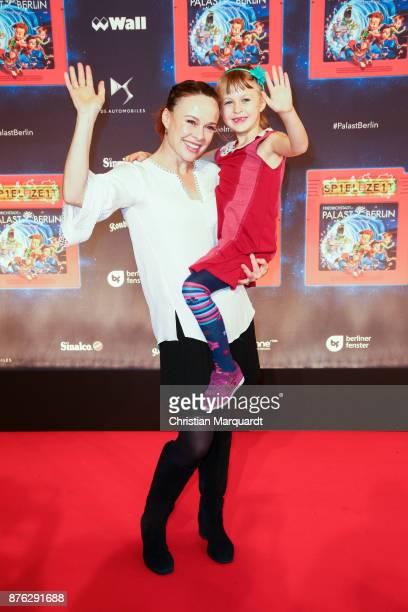Tami Stronach and her daughter Maya attends the premiere of the children show 'Spiel mit der Zeit' at Friedrichstadtpalast on November 19 2017 in...