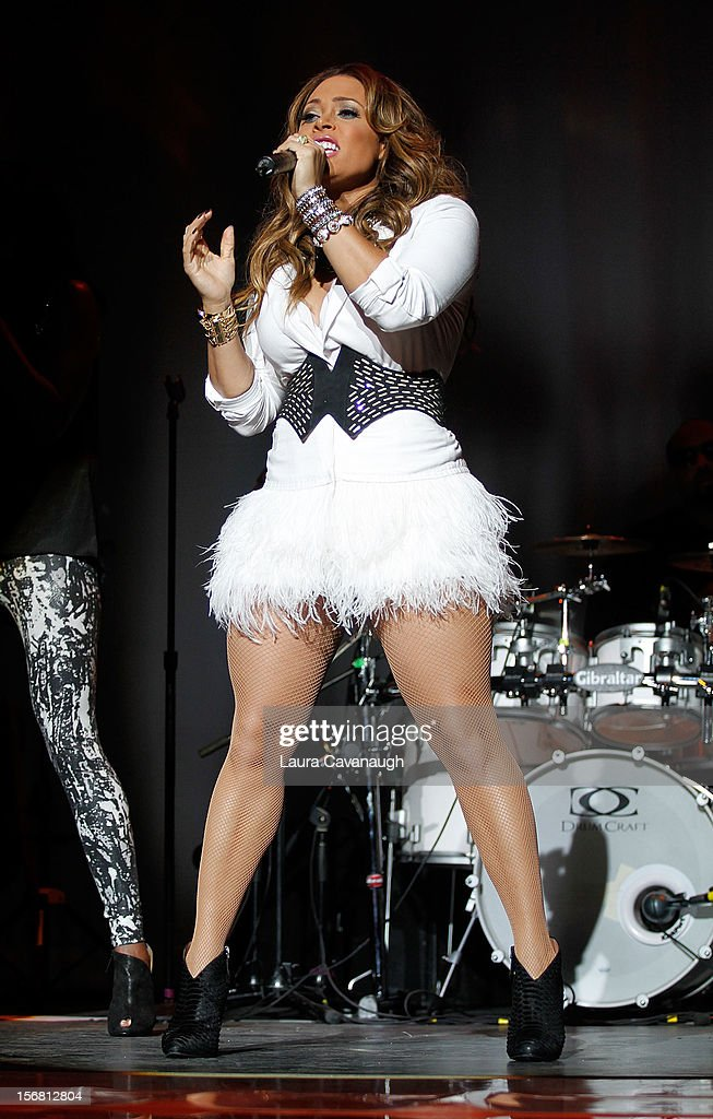 <a gi-track='captionPersonalityLinkClicked' href=/galleries/search?phrase=Tamia&family=editorial&specificpeople=216487 ng-click='$event.stopPropagation()'>Tamia</a> performs at MSG Theater on November 21, 2012 in New York City.