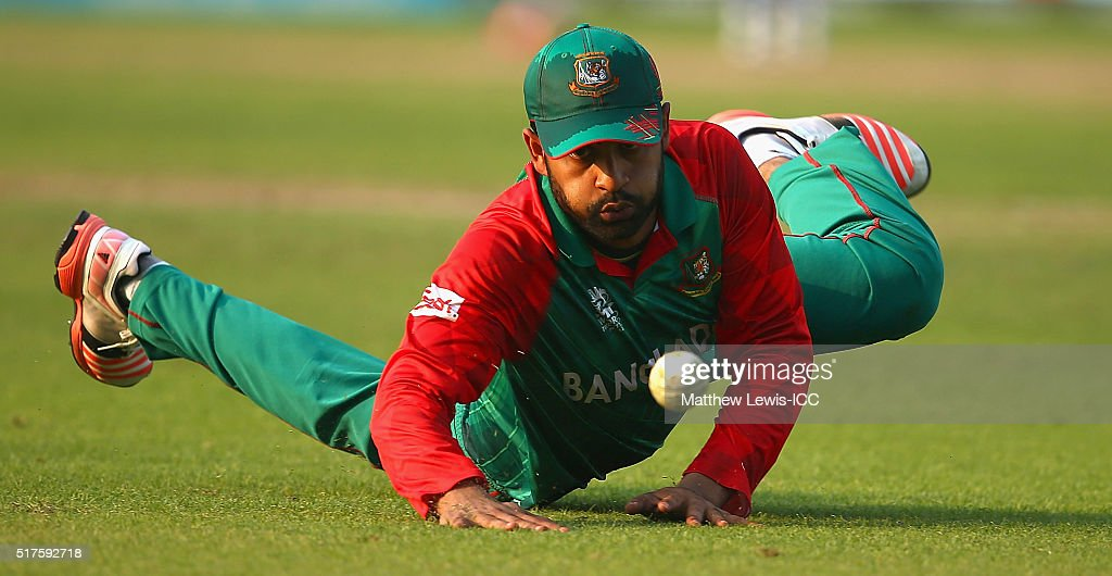 <a gi-track='captionPersonalityLinkClicked' href=/galleries/search?phrase=Tamim+Iqbal&family=editorial&specificpeople=4181226 ng-click='$event.stopPropagation()'>Tamim Iqbal</a> of Bangladesh loos tostop the ball during the ICC World Twenty20 India 2016 match between Bangladesh and New Zealand at Eden Gardens on March 26, 2016 in Kolkata, India.