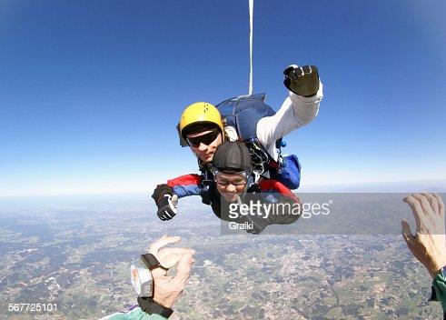 Tandem jump skydiving