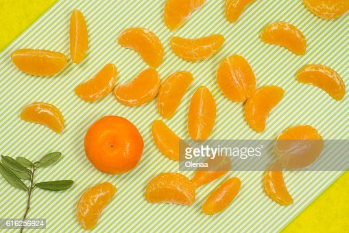 Tangerine and tangerine slices. top view : Stock Photo