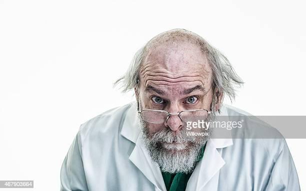 Cheveux ébouriffés scientifique écouter attentivement