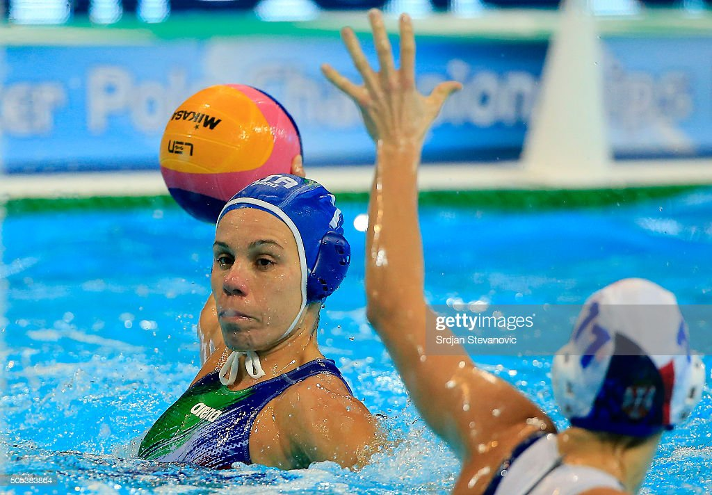 Tania Di Mario (L) of Italy in action against Dragana Ivkovic (R) of Serbia during the Women's Preliminary Group B match between Serbia and Italy at the Waterpolo European Championships in Belgrade Kombank Arena on January 17, 2016 in Belgrade, Serbia.