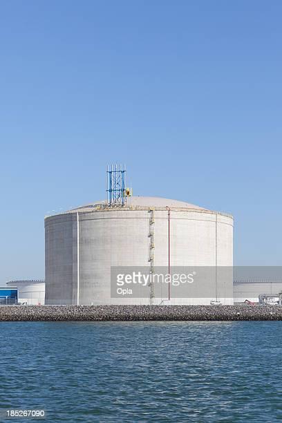 LNG タンクは、ロッテルダムの港