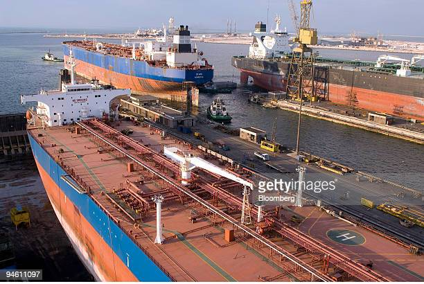 A tanker is moved into position as it enters a drydock berth at Dubai Drydocks World in Dubai United Arab Emirates on Wednesday Jan 9 2008 DDW which...