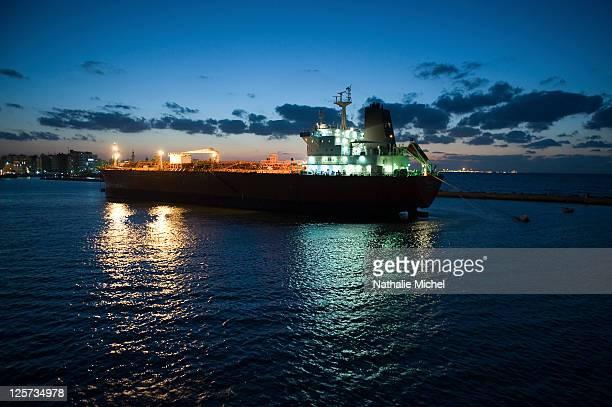 Tanker, Suez Canal