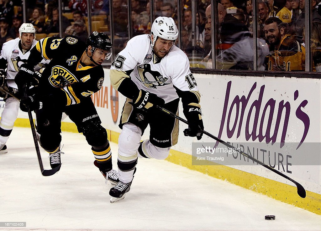<a gi-track='captionPersonalityLinkClicked' href=/galleries/search?phrase=Tanner+Glass&family=editorial&specificpeople=4596666 ng-click='$event.stopPropagation()'>Tanner Glass</a> #15 of the Pittsburgh Penguins handles the puck behind the net as Chris Kelly #23 of the Boston Bruins defends at the TD Garden on April 20, 2013 in Boston, Massachusetts. The Penguins defeated the Bruins 3-2.
