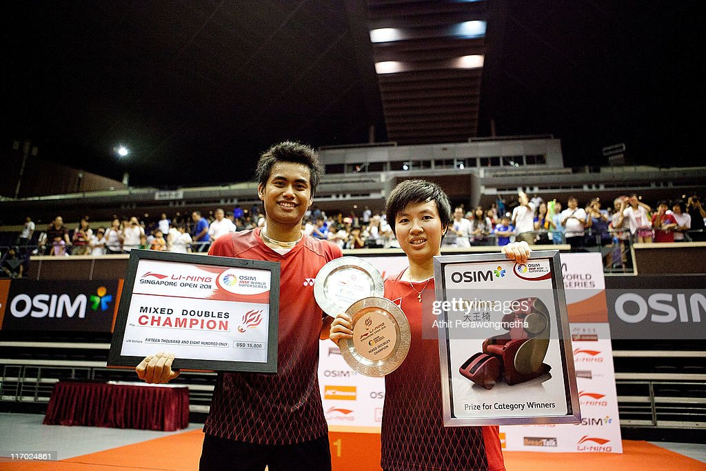 Tantowi Ahmad, <a gi-track='captionPersonalityLinkClicked' href=/galleries/search?phrase=Liliyana&family=editorial&specificpeople=4055313 ng-click='$event.stopPropagation()'>Liliyana</a> Natsir of Indonesia pose for photograph during a trophy ceremony during day six of the Li-Ning Singapore Open at Singapore Indoor Stadium on June 19, 2011 in Singapore.