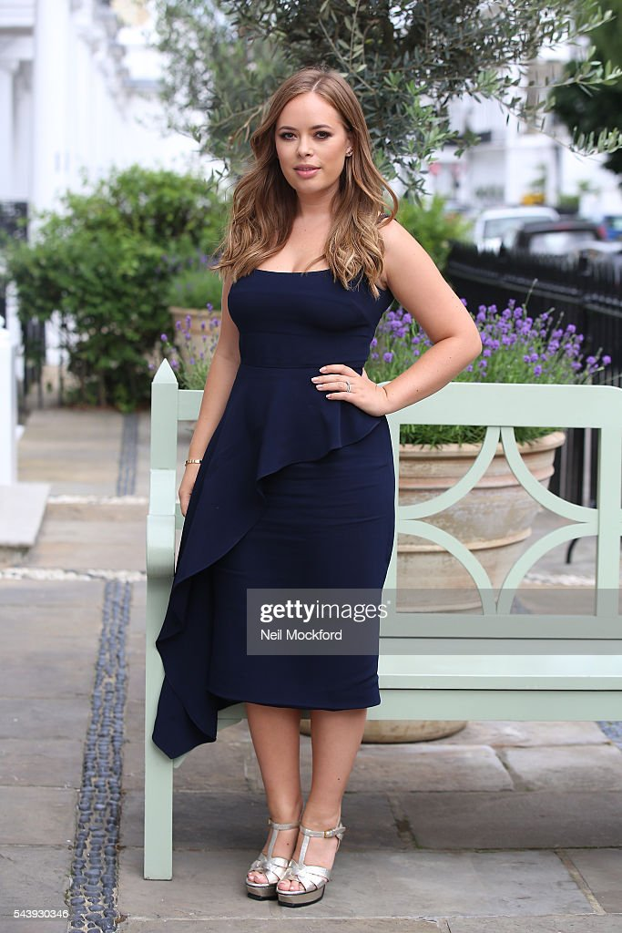 <a gi-track='captionPersonalityLinkClicked' href=/galleries/search?phrase=Tanya+Burr&family=editorial&specificpeople=9983702 ng-click='$event.stopPropagation()'>Tanya Burr</a> arrives at the launch party for her new book 'Tanya Bakes' at Number 16 Hotel Kensington on June 30, 2016 in London, England.