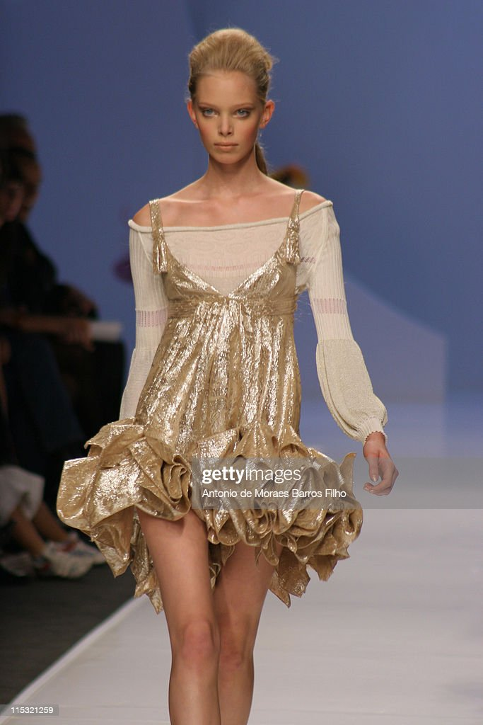 Milan Fashion Week Spring/Summer 2007 - Byblos - Runway