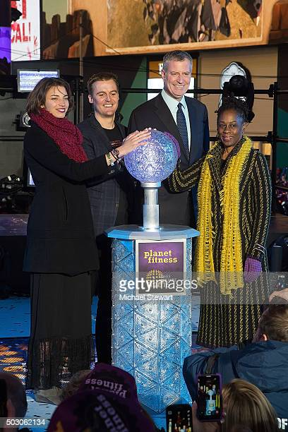 Tanyella Evans CoFounder and CEO of Global Citizen Hugh Evans New York City Mayer Bill De Blasio and Chirlane McCray attend Dick Clark's New Year's...