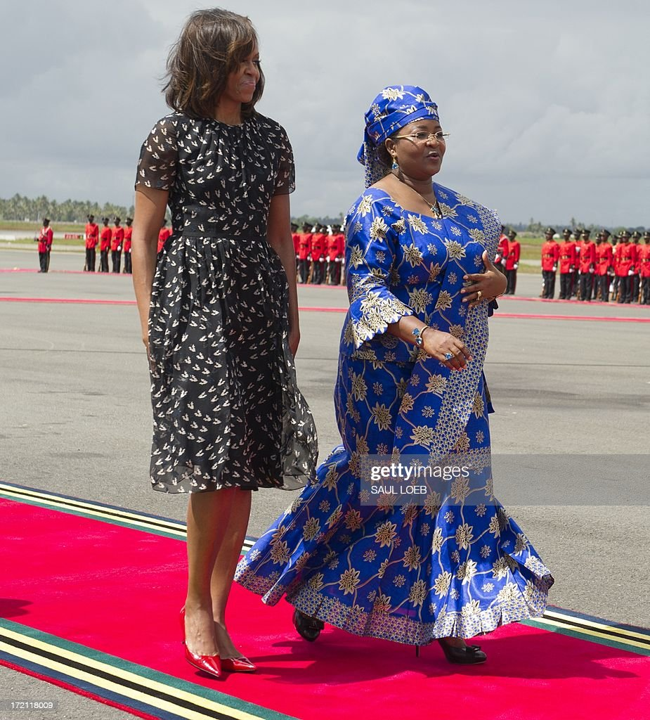 Tanzanian First Lady Salma Kikwete (R) escorts US First Lady Michelle Obama on July 2, 2013 before the departure of Air Force One at the Julius Nyerere International Airport in Dar Es Salaam. AFP PHOTO / Saul LOEB
