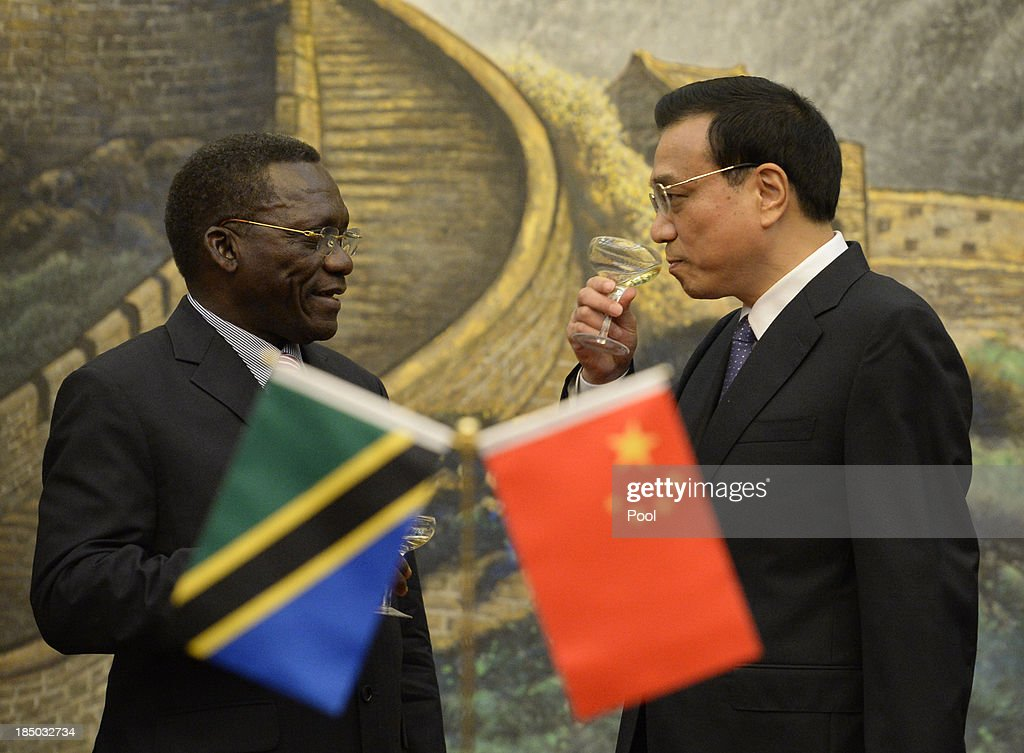 Tanzanian Prime Minister Mizengo Pinda (L) meets with Chinese Premier Li Keqiang before a meeting at the Great Hall of the People on October 17, 2013 in Beijing, China. The two leaders met to discuss China-Tanzania relations.