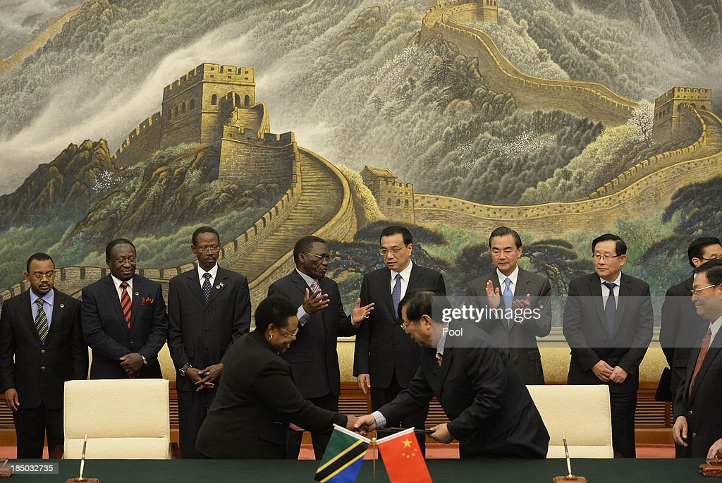 Tanzanian Prime Minister Mizengo Pinda (C,L) meets with Chinese Premier Li Keqiang before a meeting at the Great Hall of the People on October 17, 2013 in Beijing, China. The two leaders met to discuss China-Tanzania relations.