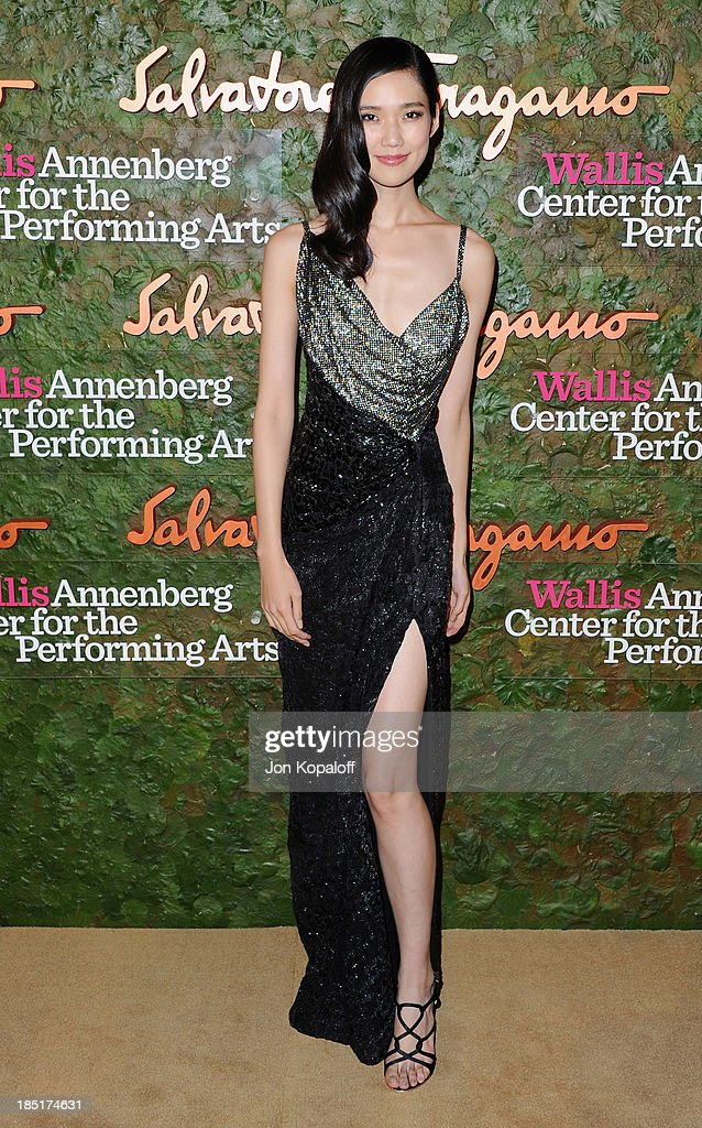 <a gi-track='captionPersonalityLinkClicked' href=/galleries/search?phrase=Tao+Okamoto&family=editorial&specificpeople=6147528 ng-click='$event.stopPropagation()'>Tao Okamoto</a> arrives at the Wallis Annenberg Center For Performing Arts Inaugural Gala at Wallis Annenberg Center for the Performing Arts on October 17, 2013 in Beverly Hills, California.