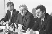 Taoiseach Dr Garrett Fitzgerald TD accompanied by Taniste Dick Spring TD and Minister Alan Dukes at the launch of the Divorce Referendum 23/4/86