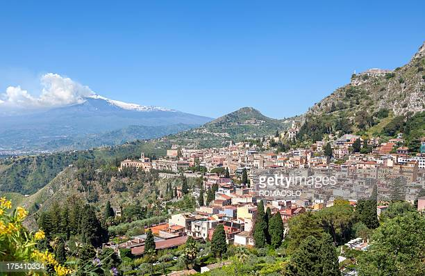 Stadtansicht von Taormina und Ätna, Sizilien, Italien