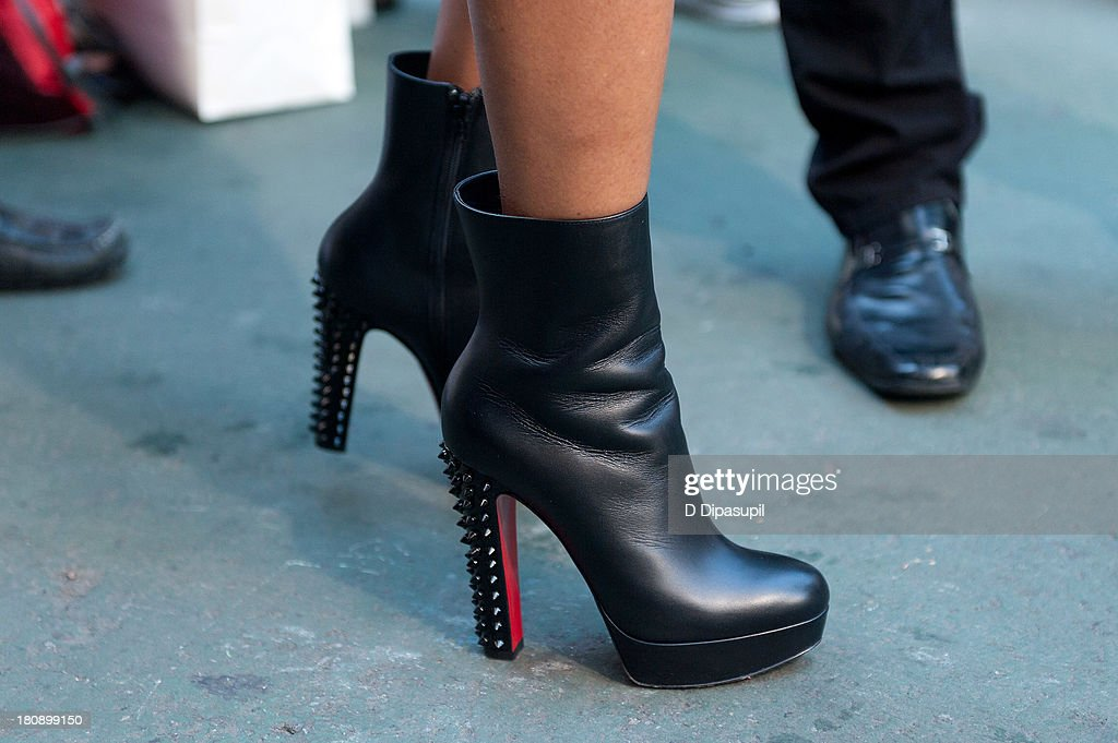 <a gi-track='captionPersonalityLinkClicked' href=/galleries/search?phrase=Taraji+P.+Henson&family=editorial&specificpeople=208823 ng-click='$event.stopPropagation()'>Taraji P. Henson</a> (shoe detail) visits 'Extra' in Times Square on September 17, 2013 in New York City.