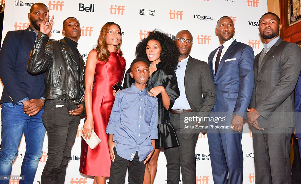 tarell-mccraney-actor-ashton-sanders-actress-naomie-harris-young-r-picture-id602414446