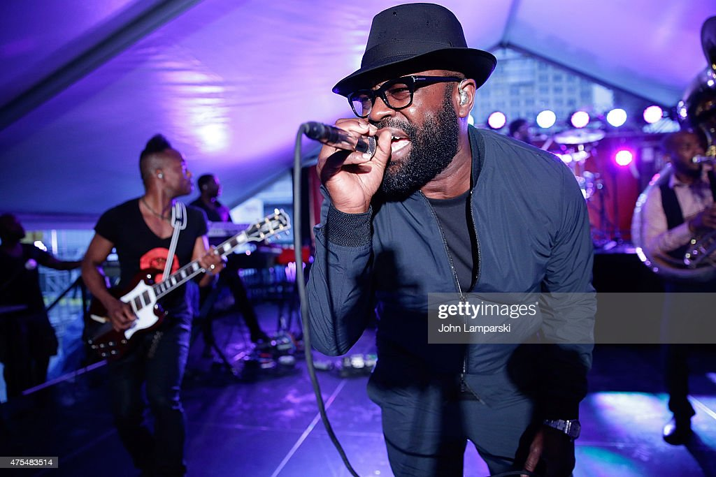 Tariq <a gi-track='captionPersonalityLinkClicked' href=/galleries/search?phrase=Black+Thought&family=editorial&specificpeople=228555 ng-click='$event.stopPropagation()'>Black Thought</a> Trotter of the Roots performs during the EAT (RED) DRINK (RED) SAVE LIVES Campaign Launch at Pier 26 on May 31, 2015 in New York City.