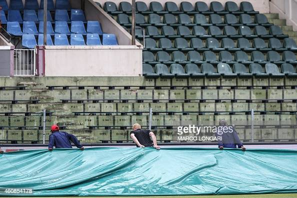 Tarpaulins are removed from playing field preparing it for the umpire inspection during the 2nd day of the second test match between South Africa and...