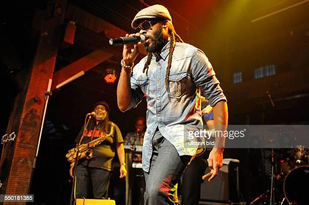 Tarrus Riley eigentlich Omar Riley der jamaikanischamerikanische ReggaeSaengerbei einem Konzert in der Hamburger Fabrik