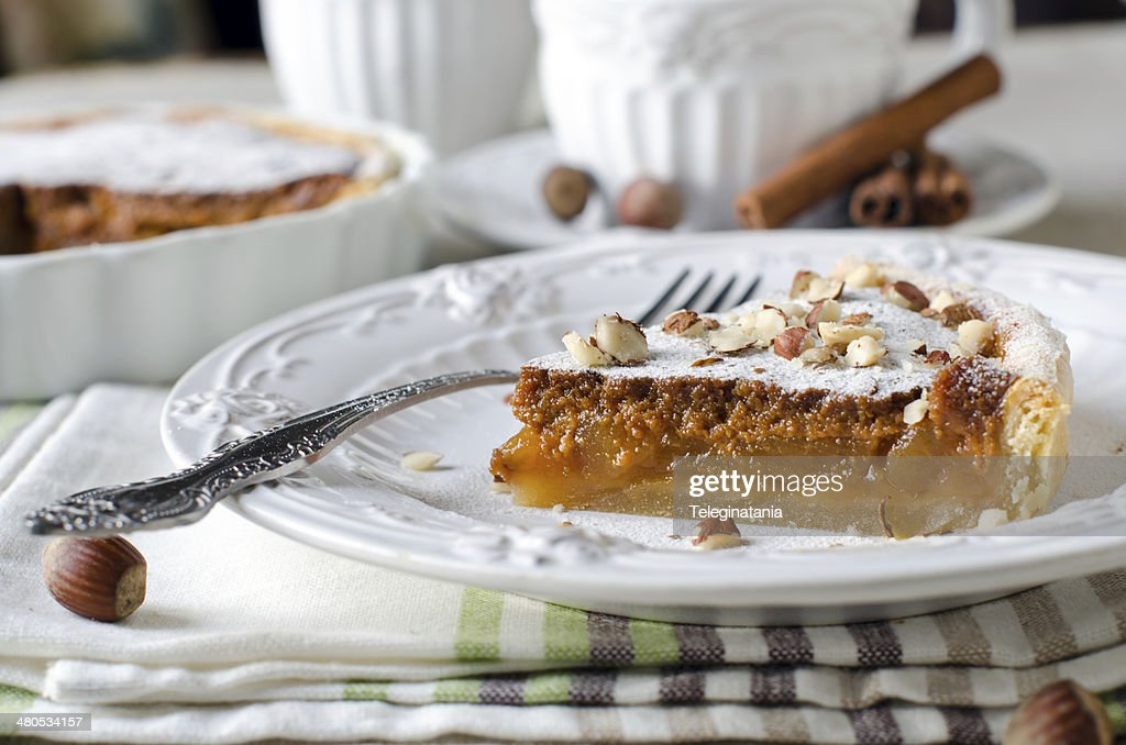 Tart with caramelized apples : Bildbanksbilder