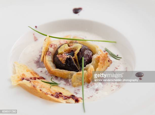 Tarte tatin of fig with espuma of cantal cheese.