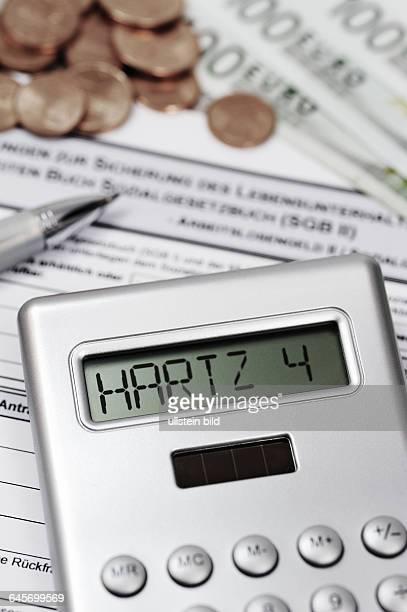 Taschenrechner mit Hartz IVSchriftzug und ALG IIAntrag
