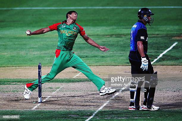 Taskin Ahmed of Bangladesh bowls during the 2015 ICC Cricket World Cup match between Bangladesh and New Zealand at Seddon Park on March 13 2015 in...